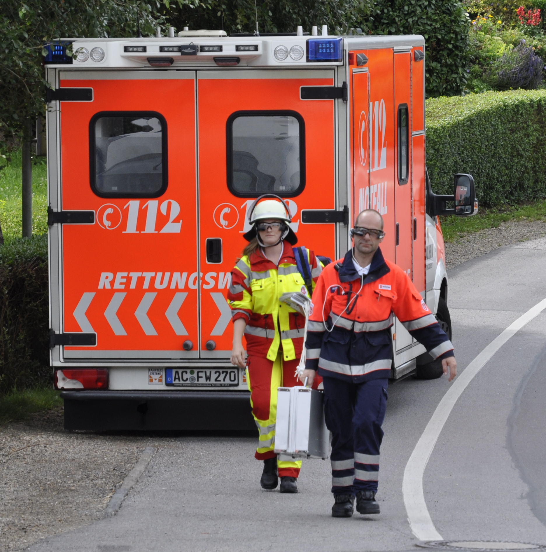 Rettungssanitäter tragen Smartglasses beim Audime Forschungsprojektes