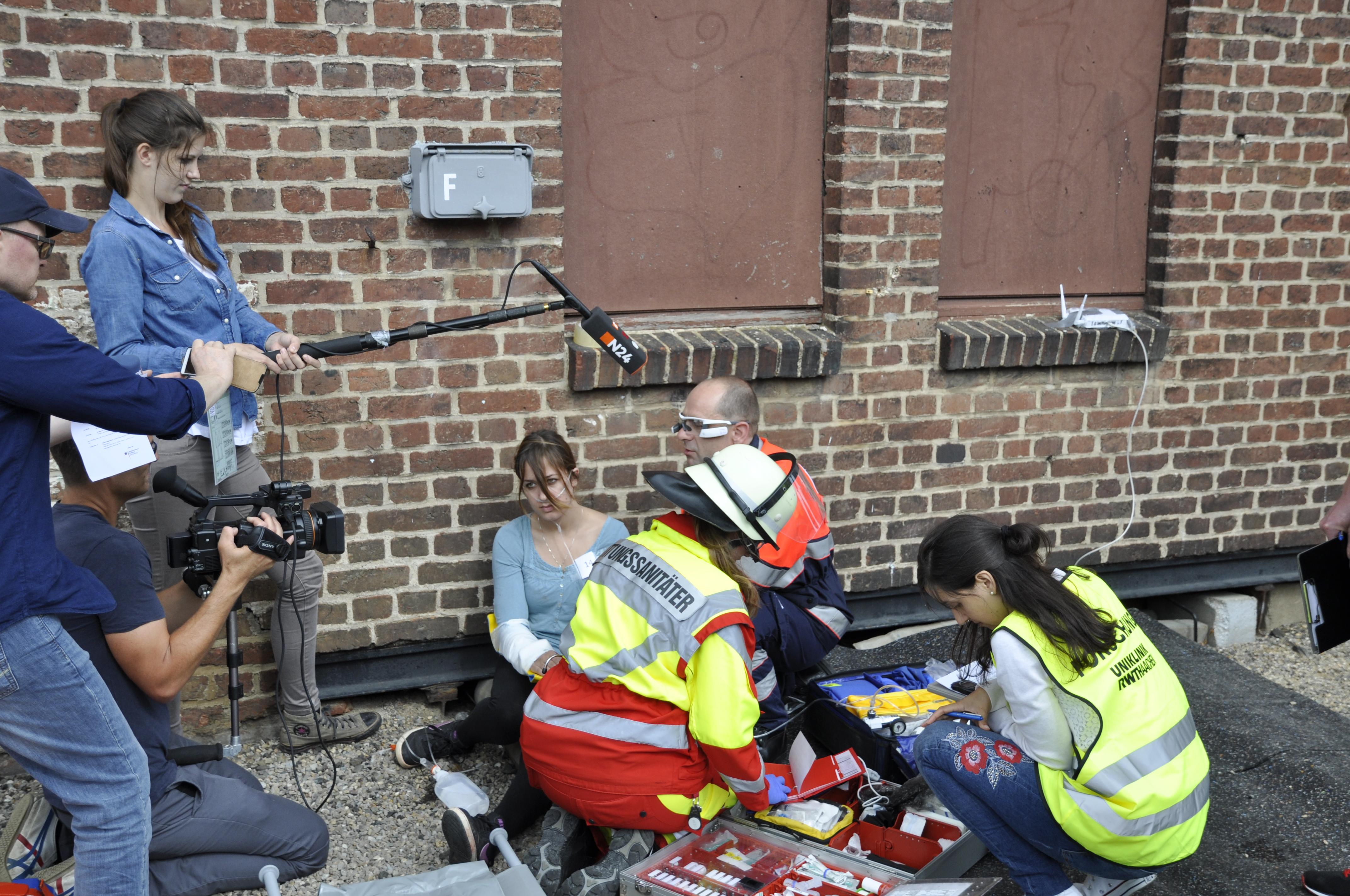 Erste-Hilfe Rettungsassistent und Notarzt nutzen Smartglasses im Zuge des Audime Forschungsprojekt