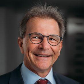 Portrait Foto von Prof. Dr. Rolf Rossaint, Klinikdirektor Anaesthesiologie UKA Aachen